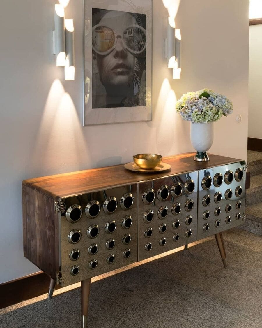 An absolute mid-century vibe is what we get when we look at this sideboard, right?