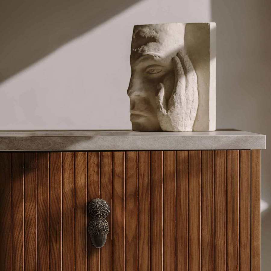 A nature-inspired drawer handle featuring Pullcast.